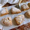 Scones rhubarbe et cardamome (sans lactose)